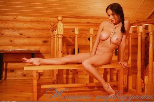 Евгеня: мастурбация члена ногами